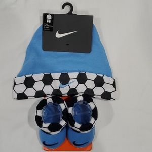 Nike Soccer ⚽ Hat and Bootie Set 0-6 months